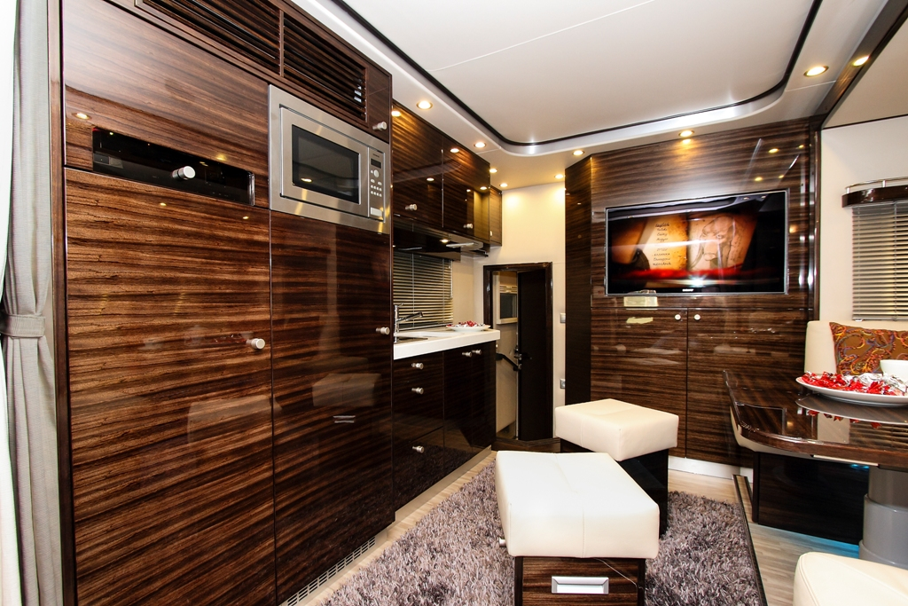 lkw pferdetransporter. Black Bedroom Furniture Sets. Home Design Ideas